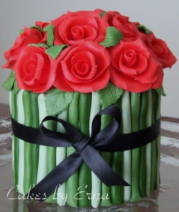 A Dozen Red Roses Cake