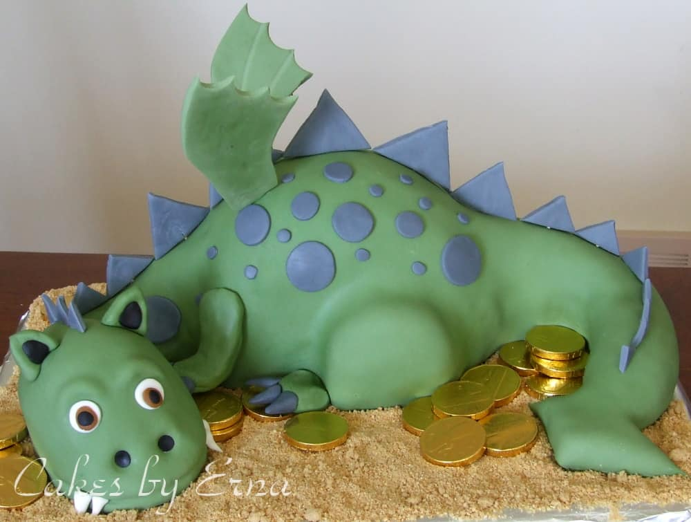 The coolest Dragon Cake you ever did see