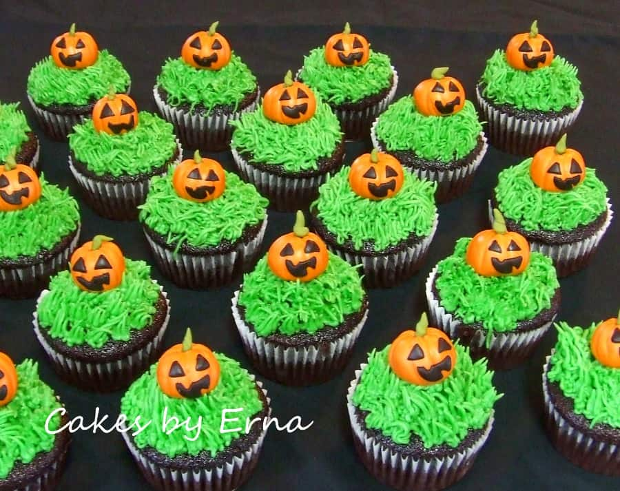 Jack-O-Lantern Halloween Cupcakes {Happy #Halloween}
