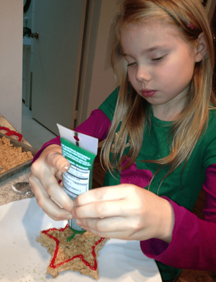 Decorating Christmas Gingerbread Pops