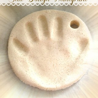 DIY SALT DOUGH HANDPRINT ORNAMENT