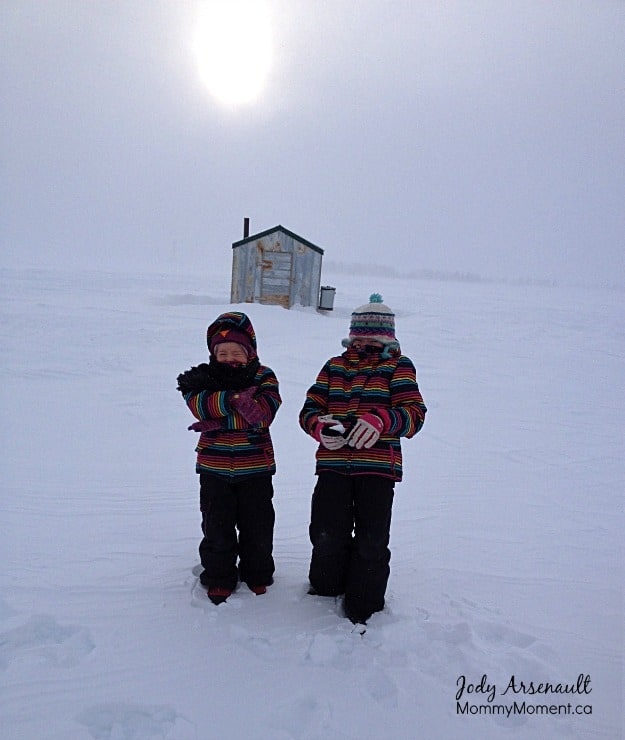 ice-fishing-hecla (MommyMoment.ca)