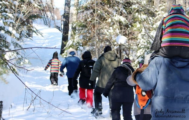 snowshoeing (MommyMoment.ca)