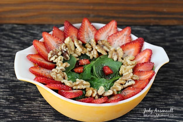 strawberry-spinach-salad on MommyMoment.ca