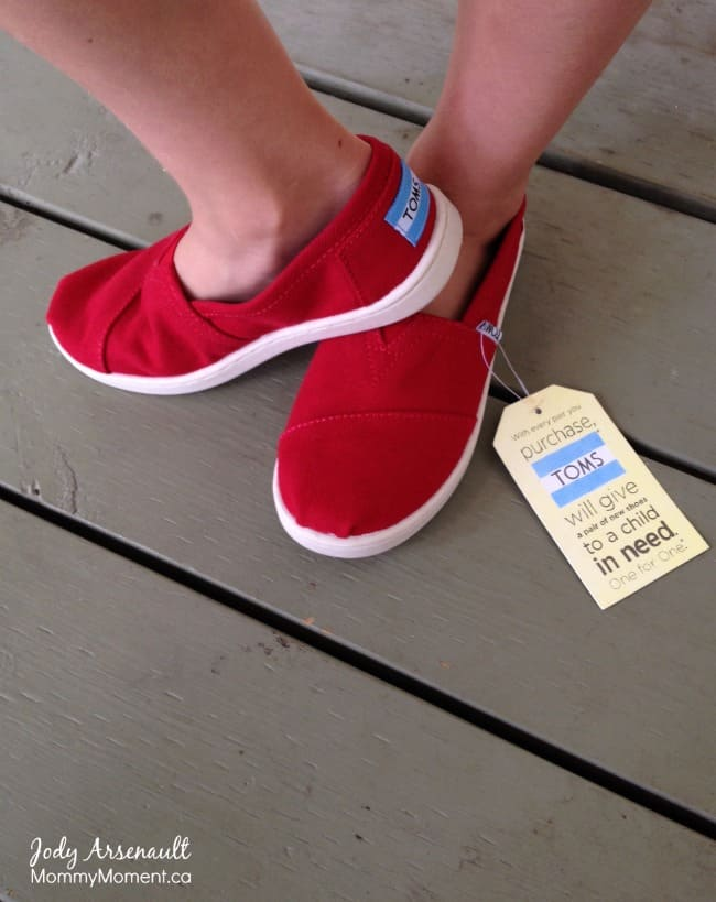 toms shoe giveaway back to school with toms giveaway mommy moment 4949