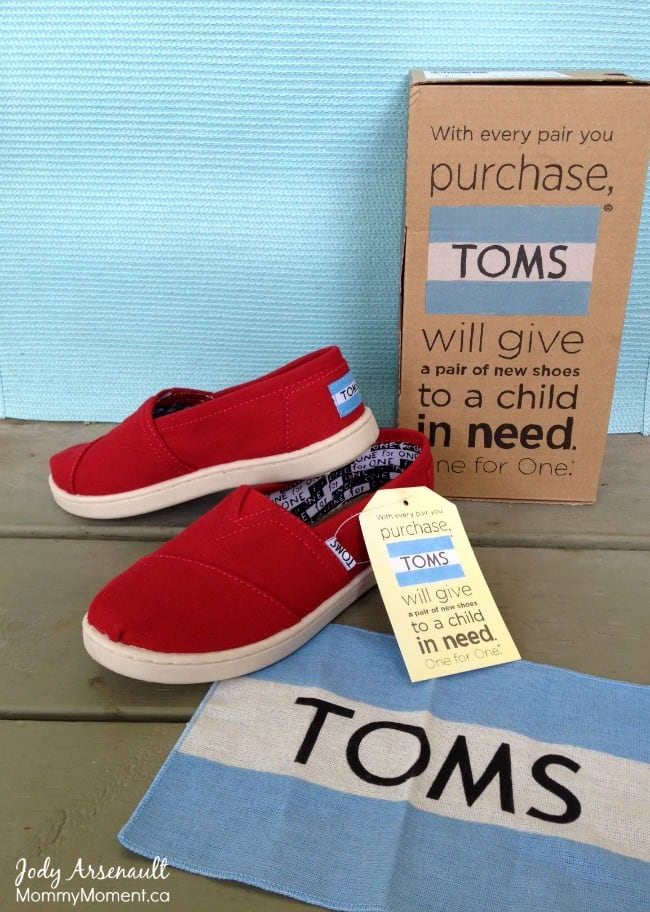 toms shoe giveaway back to school with toms giveaway mommy moment 9282