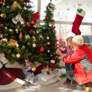 """Canadian Tire """"Decks the Halls"""" at Children's Hospitals #SpreadTheCheer #Giveaway {CAN}"""