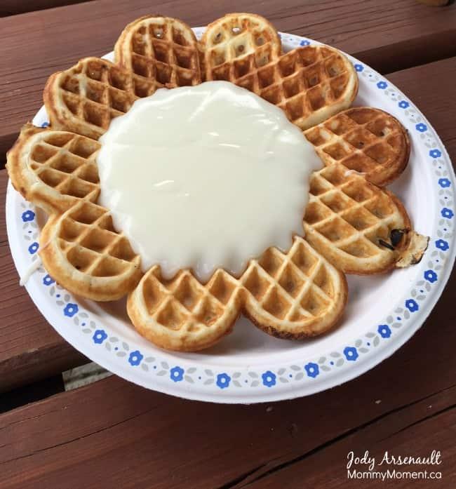 waffles-white-sauce