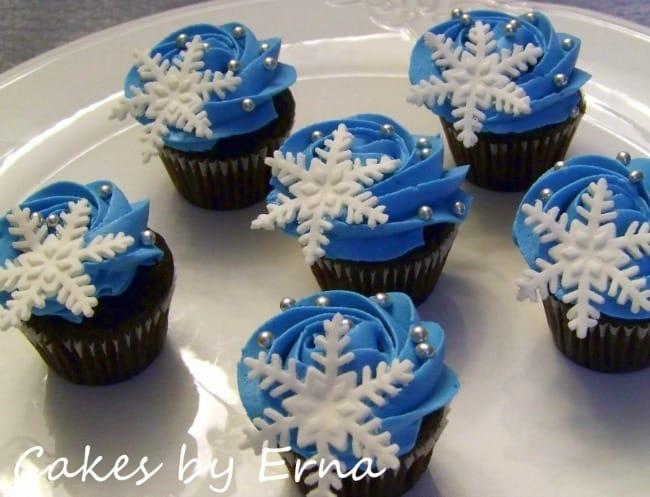 snowflakecupcakes-900x688