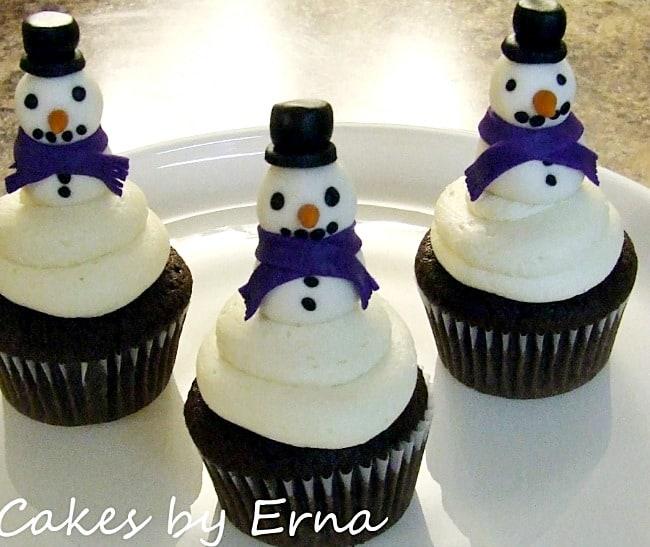 snowmancupcakes-900x757