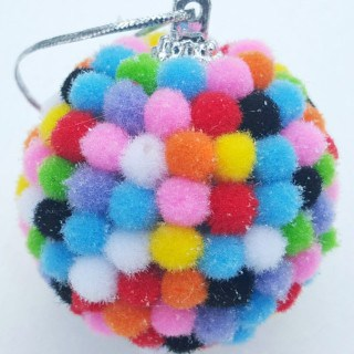 Easy Pom Pom Ornaments