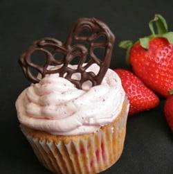 strawberry-cupcake-with-chocolate-filigree-heart-250x251