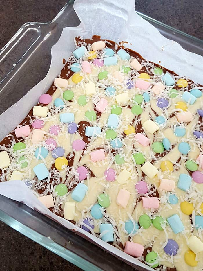 This Chocolate Candy Bark recipe is a simple and festive spring treat which only takes a few minutes of your time to make and looks absolutely fabulous.