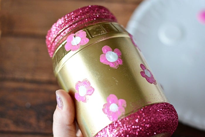 DIY gifts are a great way to show love and appreciation. This DIY GOLD GLITTER JAR is a great Mother's Day gift and can be filled with anything Mom desires.