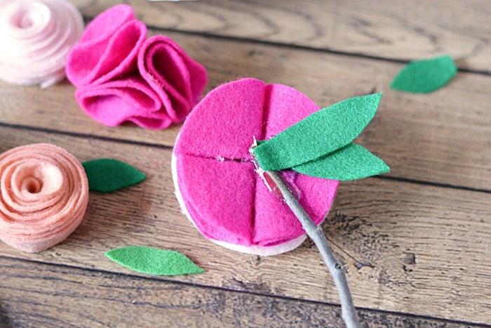 http://www.flowerpatchfarmhouse.com/category/garden-2/garden-tips-tricks/