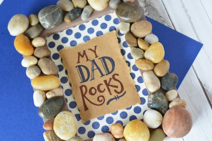 "Such a cute gift idea for dad. Make a ""My Dad Rocks"" frame with stones."