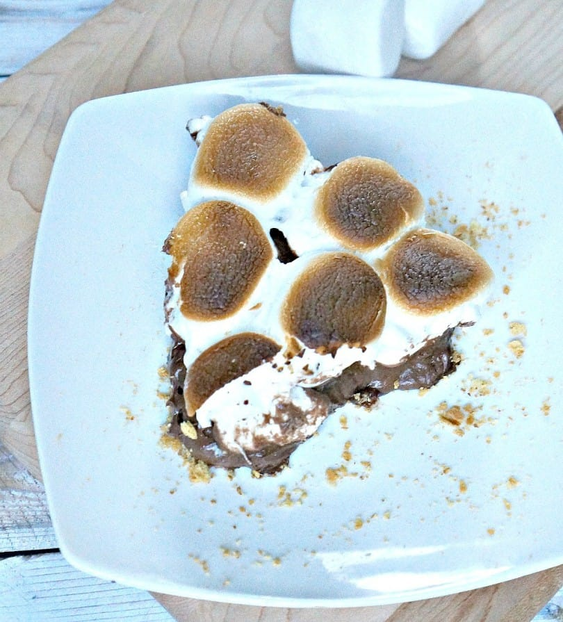 Sliced-No-Bake-Peanut-Butter-Smores-Pie-810x895