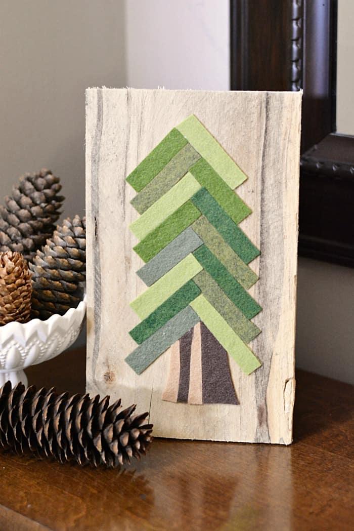 DIY CHRISTMAS FELT PINE TREE