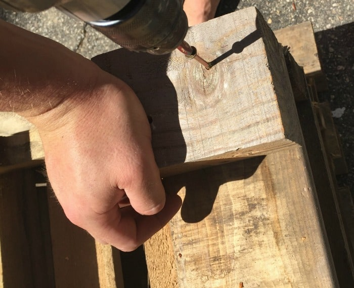 pallet-project-bench-feet