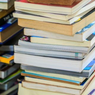 HOW TO DECLUTTER BOOKS USING THE KONMARI METHOD