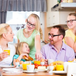 EATING TOGETHER – HOW THIS FAMILY TRADITION BENEFITS EVERYONE