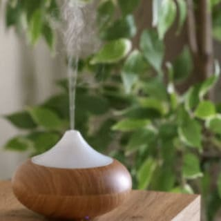 SCENT YOUR HOME WITH ESSENTIAL OILS